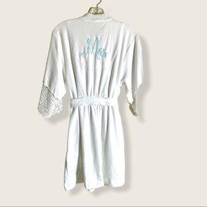 Betsy Johnson bridal Wedding Short Robe w/ Tie